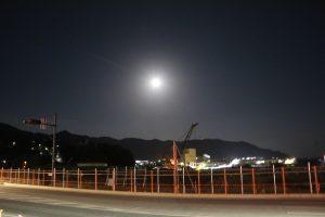 11/15 女川港と月。